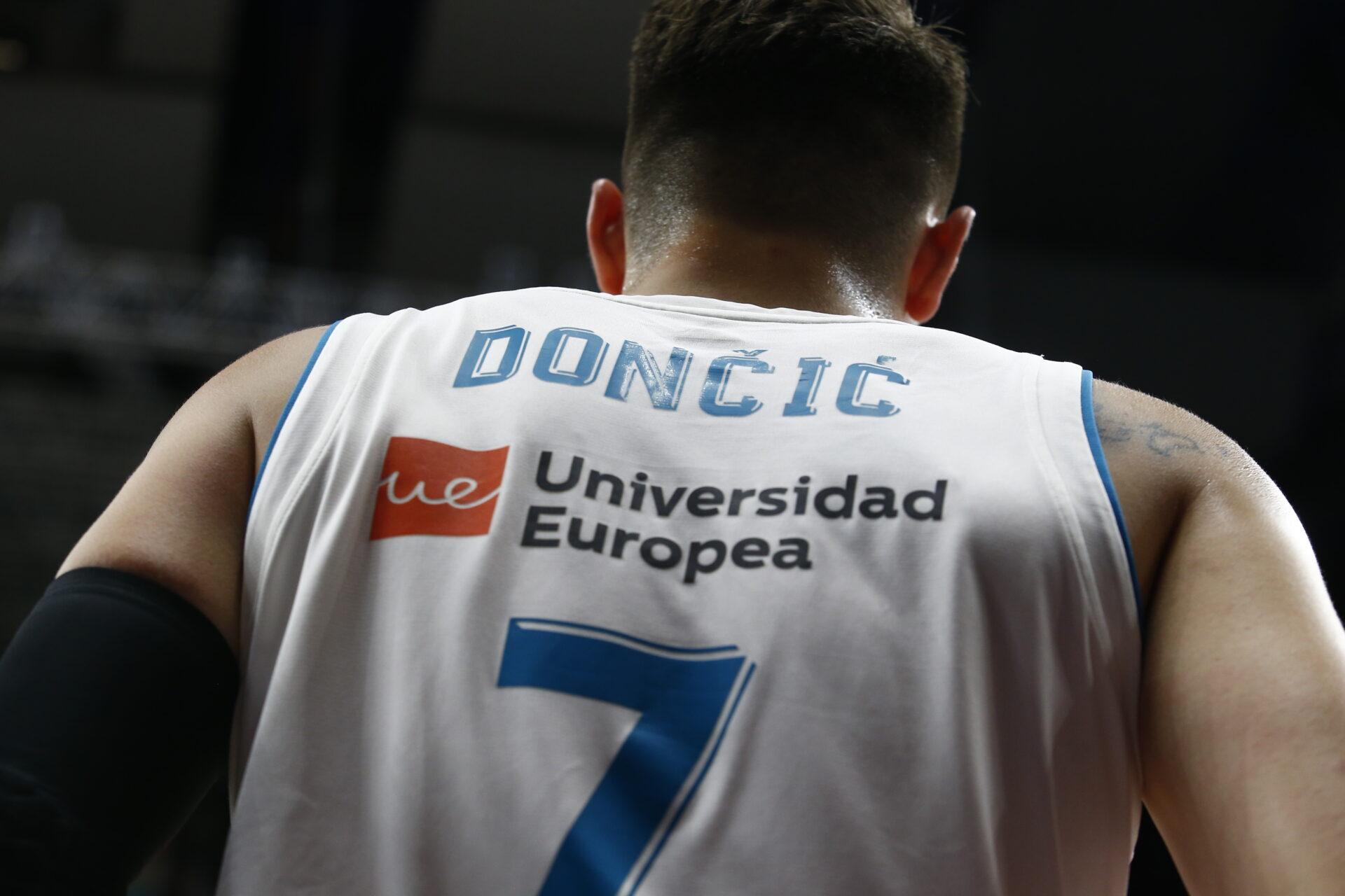 Doncic trækker længste strå i vild duel med Curry
