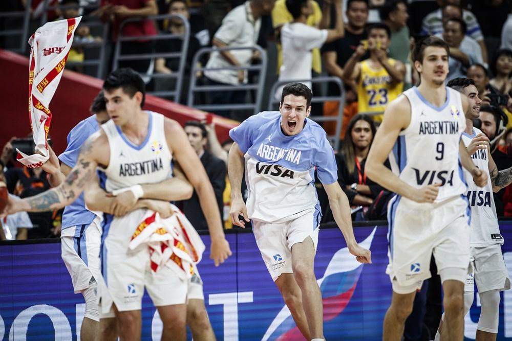 Argentina overrasker favoritterne