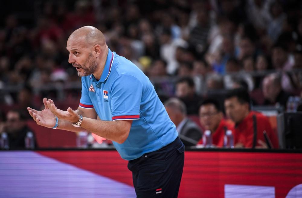 Serbisk landstræner takker af